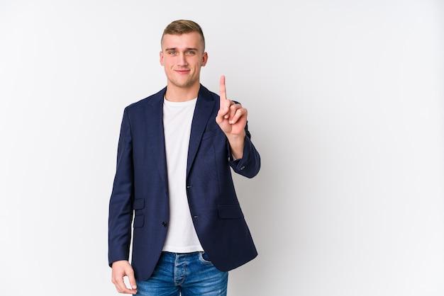 Jonge zaken blanke man weergegeven: nummer één met vinger.