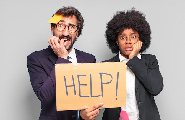 Jonge zakenman en zakenvrouw. humoristisch crisisconcept