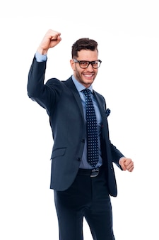 Jonge zakenman geniet van het winnen