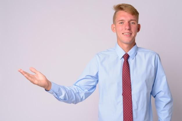 Jonge zakenman met blond haar