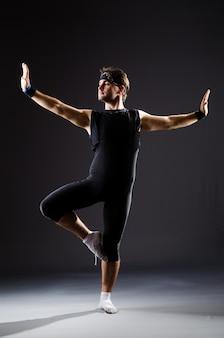 Jongeman training voor balletdansen