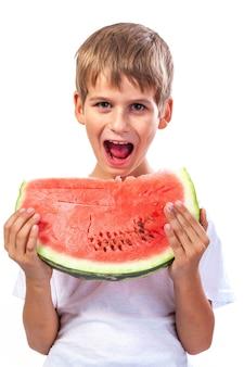 Jongen eet een watermeloen