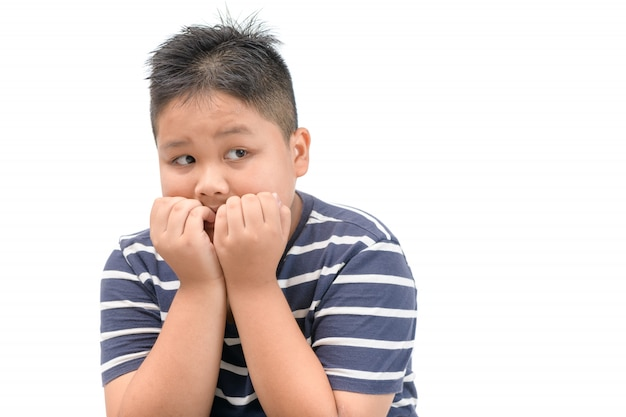 Jongen met bang doodsbang gezichtsuitdrukking