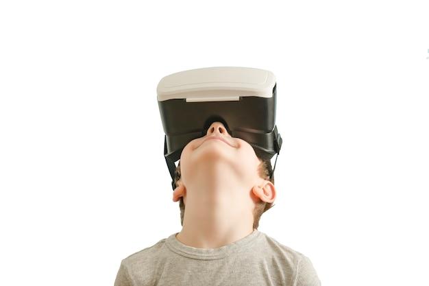 Jongen met een bril van virtual reality