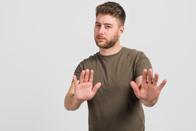 Jongen vertelt om te stoppen