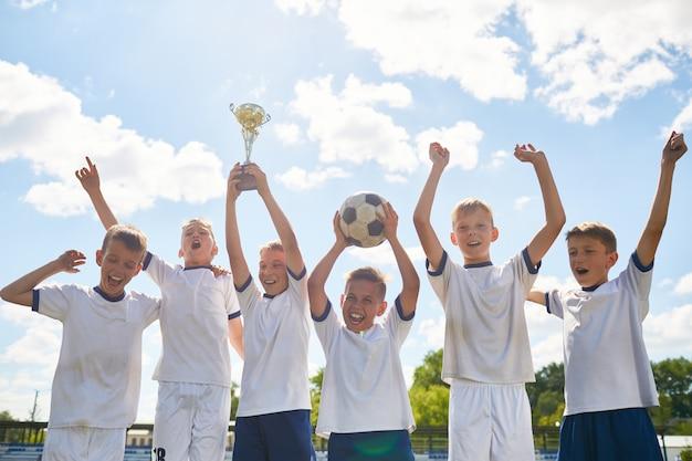 Jongens voetbalteam winnen champions cup