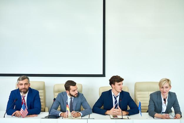 Jongeren in een politiek debat