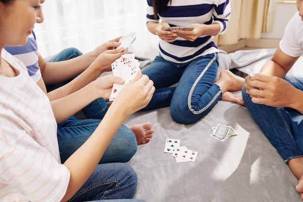 Jongeren speelkaarten