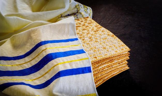 Joodse feestdag pascha met matzah