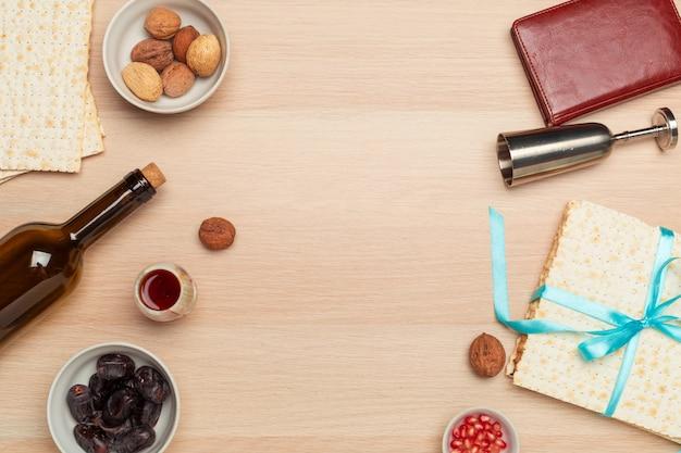 Joodse vakantie pascha bannerontwerp met wijn