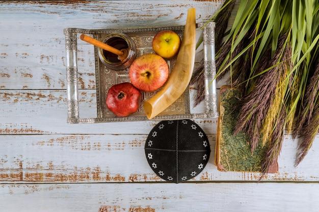 Joodse vakantiehoning en appels met granaatappel torah boek