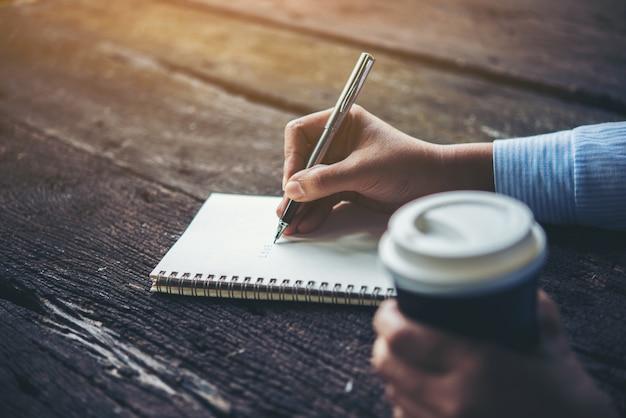 Journalist vrouwelijke schrijver brief