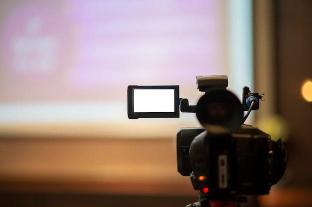 Journalisten nemen een vergaderconferentie op