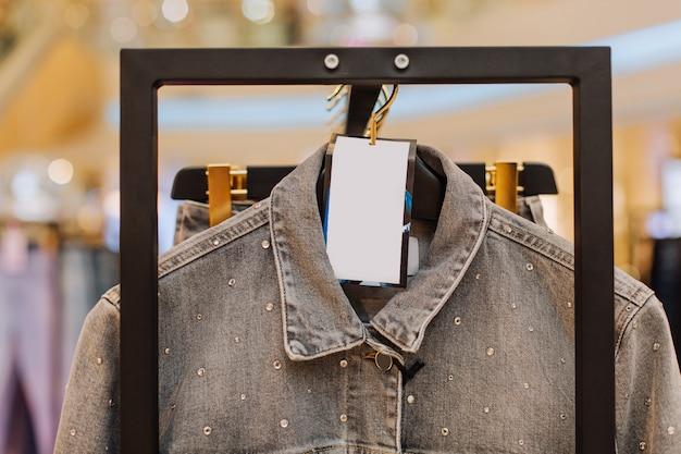 Jumper staan mode boutique verkoop label inscriptie