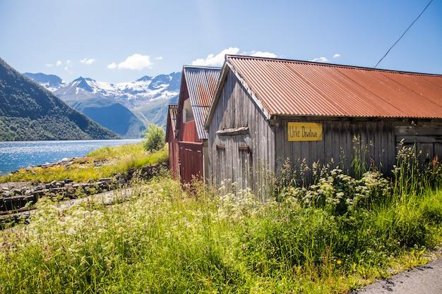 Juni, 2019 - standaldalen-vallei in de sunnmore-alpen, more og romsdal, noorwegen.