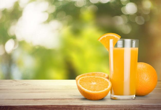 Jus d'orange glas op achtergrond