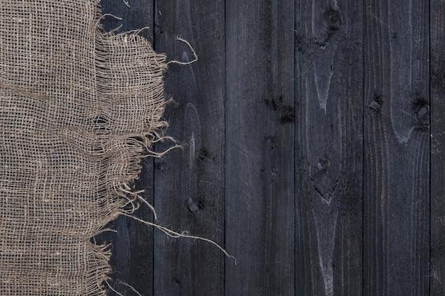 Jute hessiaan of plundering op donkere houten tafel
