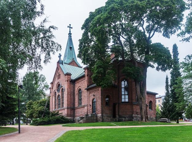 Jyvaskyla city church in de zomer, finland