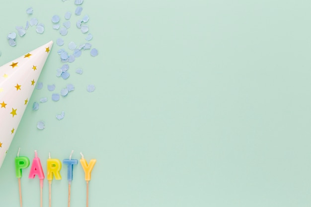 Kaarsen en verjaardagshoed