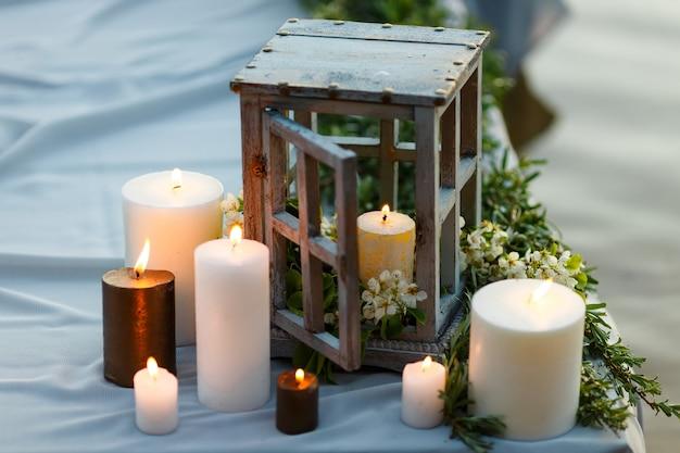 Kaarsen in houten kolven