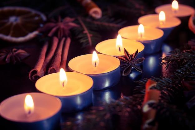 Kaarsen in lijn.