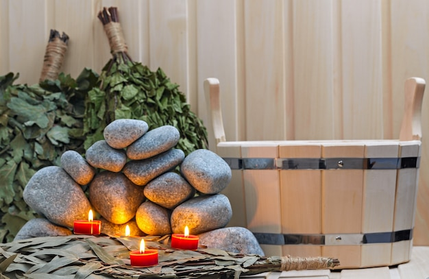 Kaarsen, stenen voor sauna en badaccessoires.