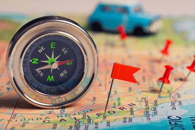 Kaart met punten en kompas