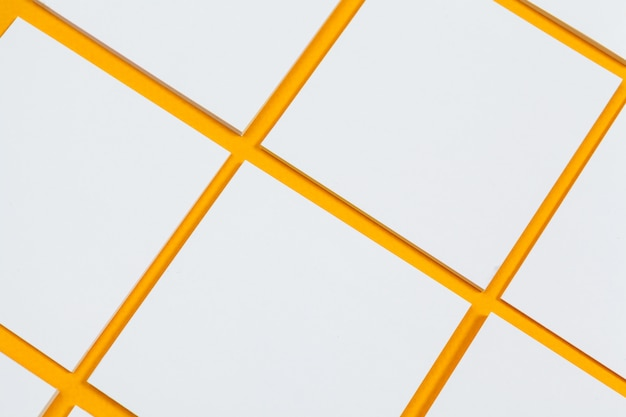 Kaarten papers op geel. bovenaanzicht, plat lag, kopie ruimte