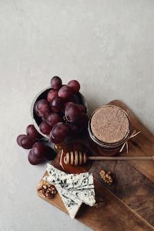 Kaas en druiven
