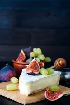 Kaas met vijgen en druiven