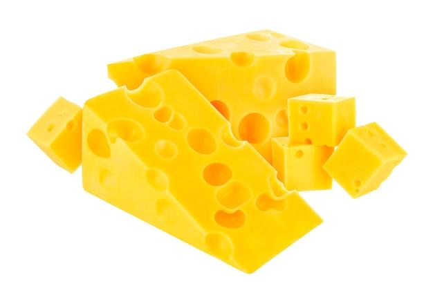 Kaas op witte achtergrond wordt geïsoleerd die