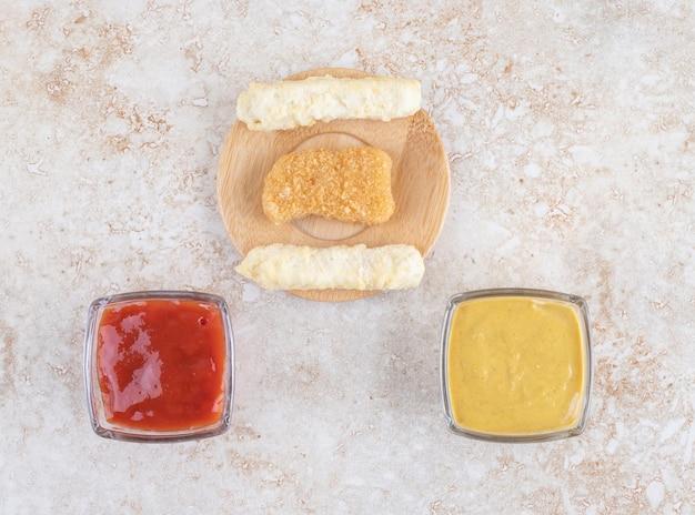 Kaassticks en nuggets met kruiden en specerijen.