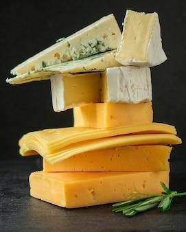Kaasvariëteit (heerlijke snack, verschillende soorten harde en zachte kaas)