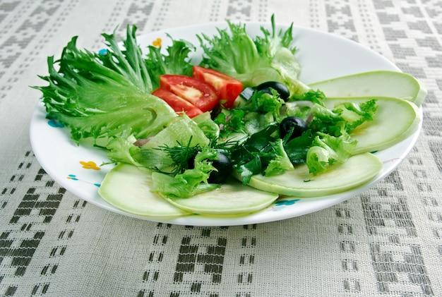 Kabak salatası - mediterrane salade met courgette