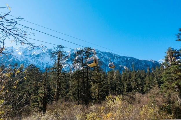 Kabelbaan gaat naar de berg