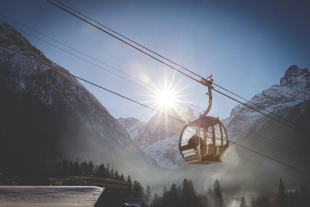Kabelbaan in skigebied