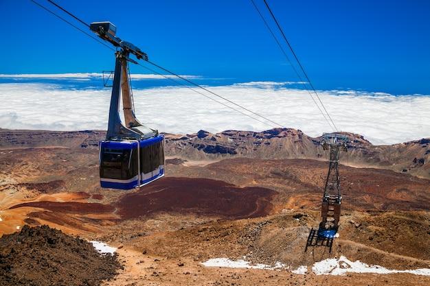 Kabelbaan op een kabelbaan naar de vulkaan teide in tenerife, canarische eilanden, spanje