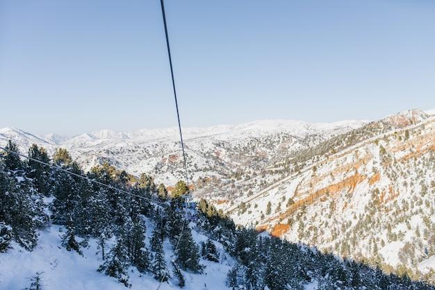 Kabelbaan van het skigebied beldersay