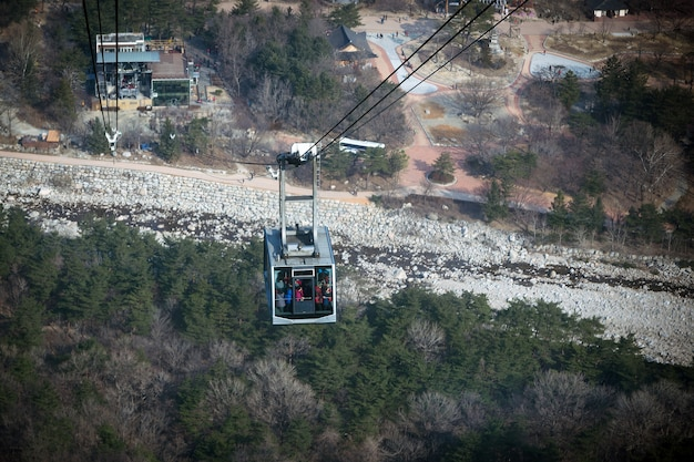 Kabelbaanrit naar de bergen in korea