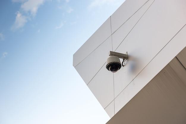 Kabeltelevisie op de muur van het bouwen