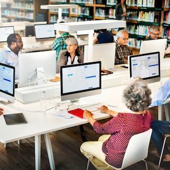 Kabinet onderzoek senior kennis universiteitsvragen