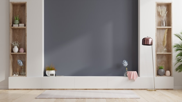 Kabinet tv in lege binnenruimte, donkere muur met houten plank, lamp, planten en tafelhout, 3d-rendering