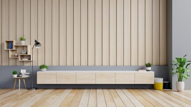 Kabinettv in moderne woonkamer met decoratie op houten muur.