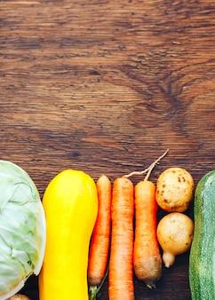 Kader van groentenstilleven in houten lijst