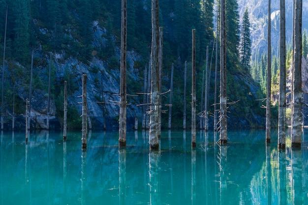 Kaindymeer - bergmeer in kazachstan