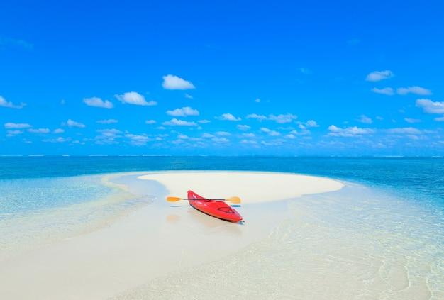 Kajak op de zee in de malediven