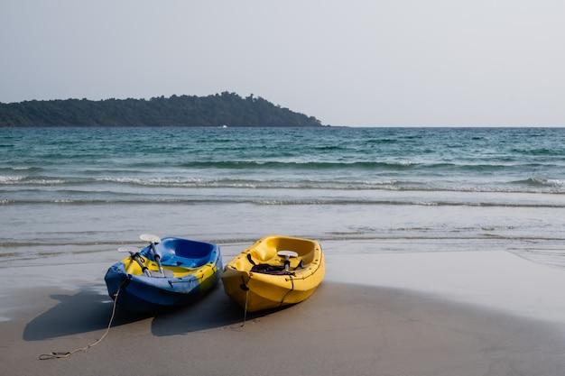 Kajak op het strand