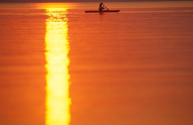 Kajakker op stilstaand water