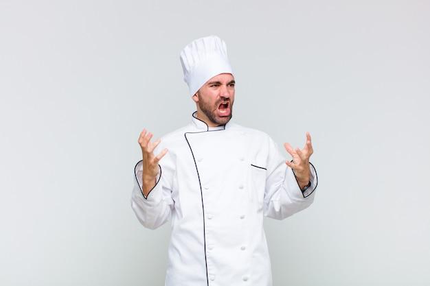 Kale man die opera uitvoert of zingt tijdens een concert of show, met een romantisch, artistiek en gepassioneerd gevoel