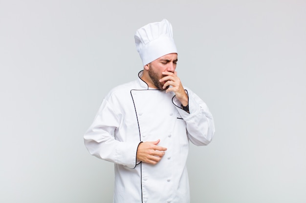 Kale man die 's morgens vroeg lui geeuwt, wakker wordt en er slaperig, moe en verveeld uitziet